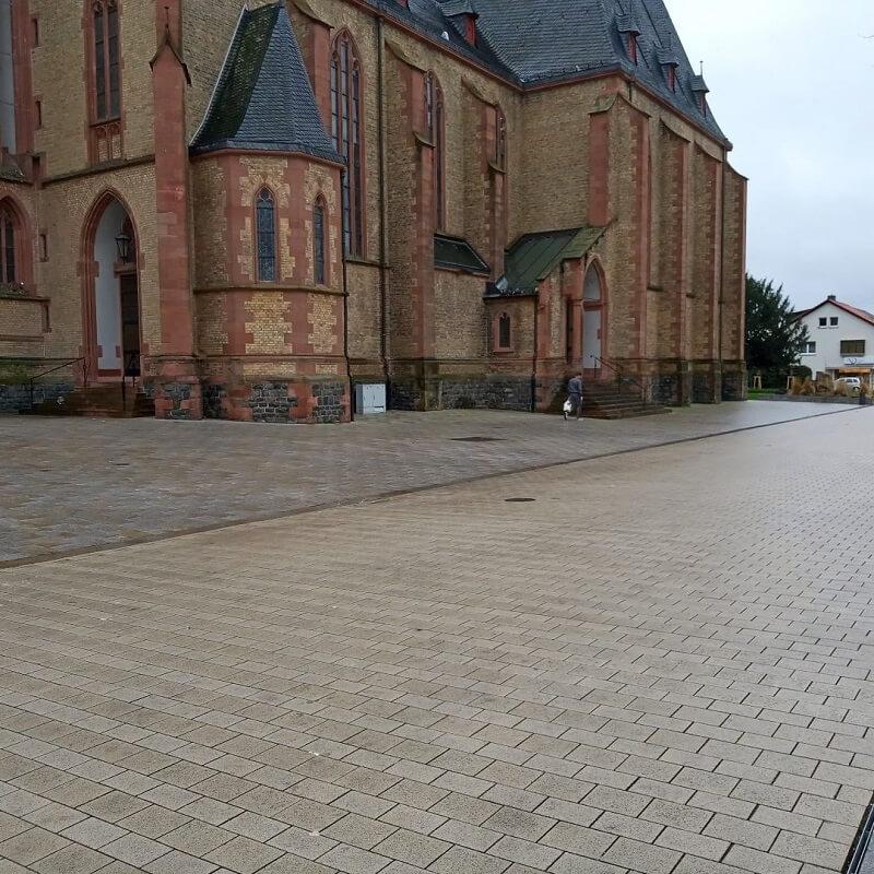 Blick auf Apostelkirche
